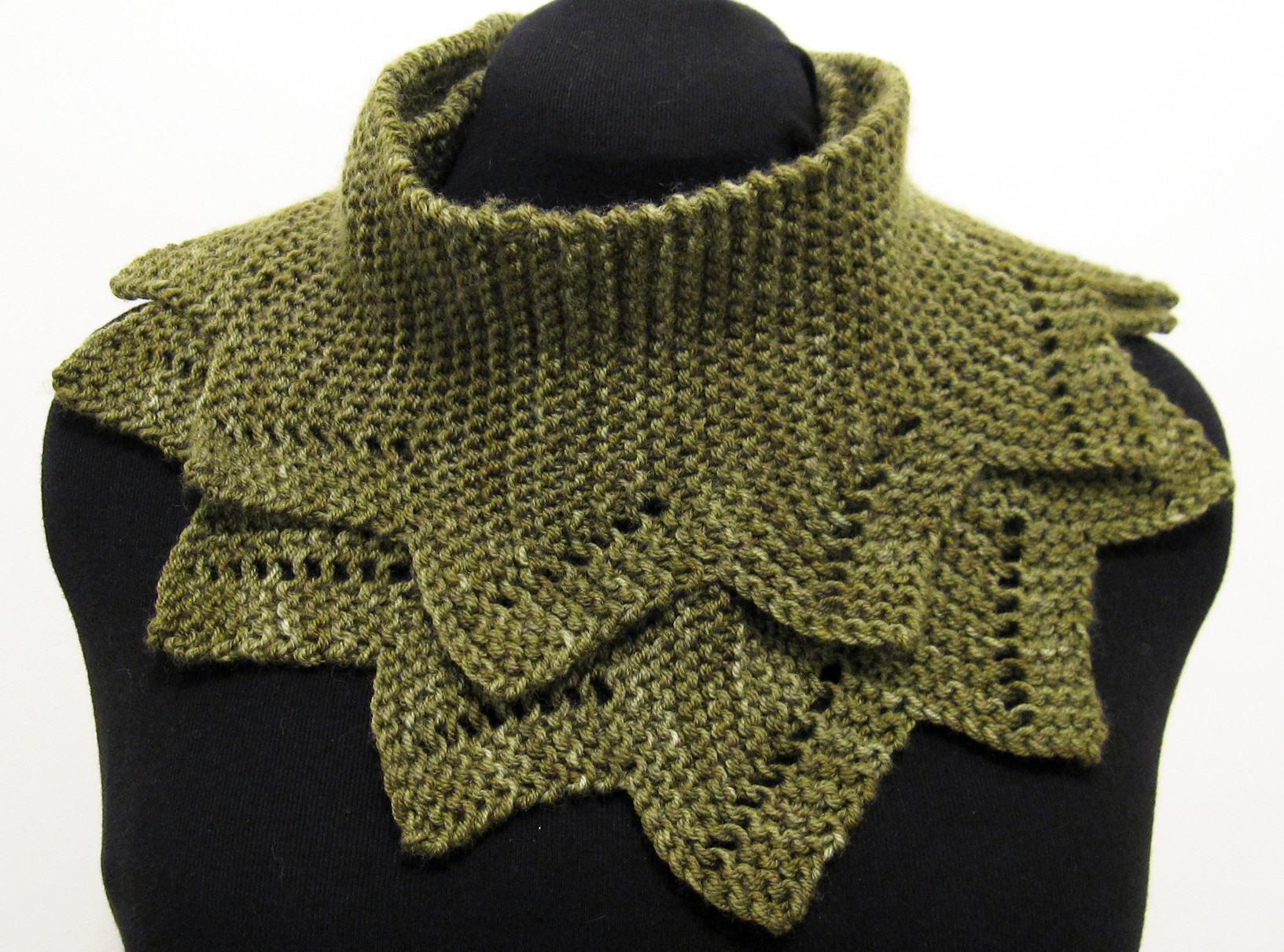 Free Knitting Pattern For Alligator Scarf : January Cowl JumperCablesKnitting